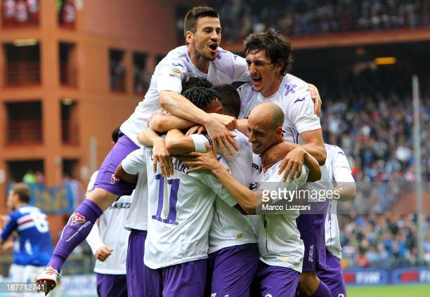 Juan Cuadrado of ACF Fiorentina celebrates with his team-mates after scoring the opening goal during the Serie A match between UC Sampdoria and ACF...
