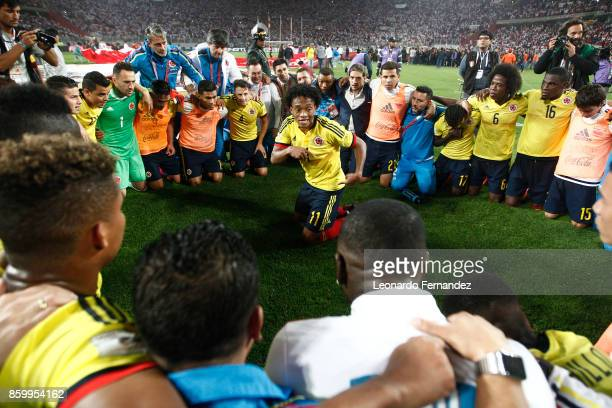 Juan Cuadrado of Colombia celebrates with teammates the qualifying to the World Cup Russia 2018 after the match between Peru and Colombia as part of...