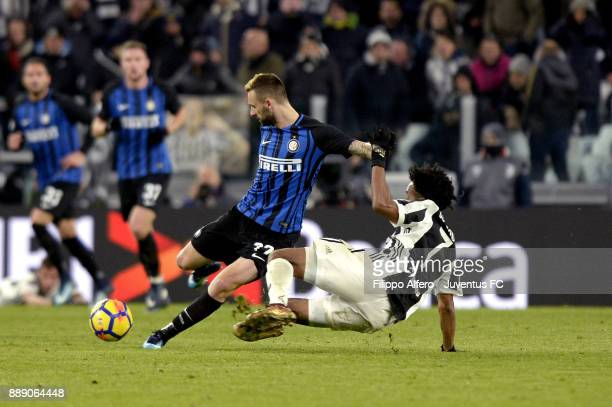 Juan Cuadrado of Juventus and Marcelo Brozovic of FC Internazionale compete for the ball during the Serie A match between Juventus and FC...
