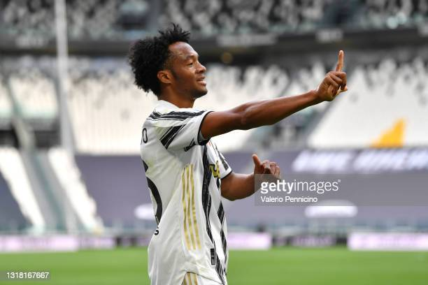 Juan Cuadrado of Juventus celebrates after scoring their side's second goal during the Serie A match between Juventus and FC Internazionale at...
