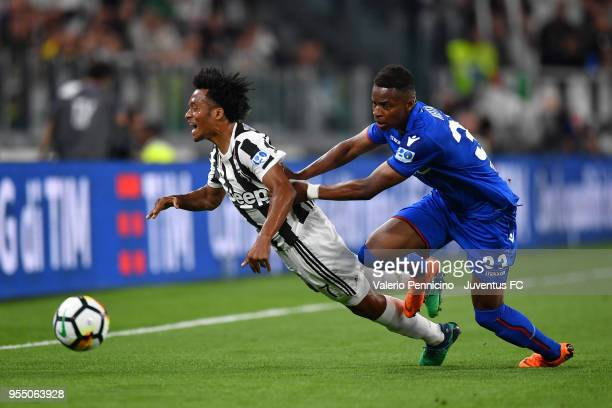 Juan Cuadrado of Juventus competes for the ball with Cheick Keita of Bologna FC during the serie A match between Juventus and Bologna FC at Allianz...