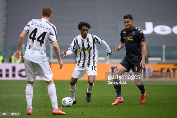 Juan Cuadrado of Juventus FC against Gianluca Scamacca of Genoa CFC during the Serie A match between Juventus and Genoa CFC at Allianz Stadium on...