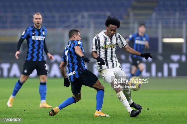 Juan Cuadrado of Juventus FC and Alexis Sanchez of FC Internazionale battle for the ball during the Coppa Italia semi-final match between FC...