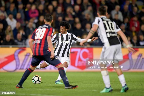 Juan Cuadrado of Juventus in action during the serie A match between FC Crotone and Juventus at Stadio Comunale Ezio Scida on April 18 2018 in...