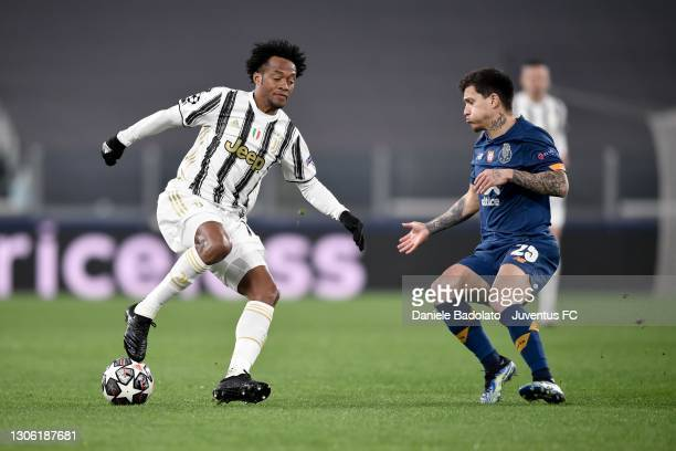 Juan Cuadrado of Juventus is challenged by Otavio of FC Porto during the UEFA Champions League Round of 16 match between Juventus and FC Porto at...