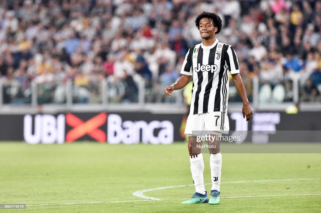 Juan Cuadrado of Juventus looks dejected during the Serie A match between Juventus and Napoli at Allianz Stadium, Turin, Italy on 22 April 2018.