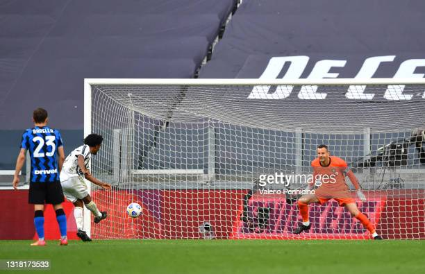 Juan Cuadrado of Juventus scores their side's third goal from the penalty spot past Samir Handanovic of FC Internazionale during the Serie A match...