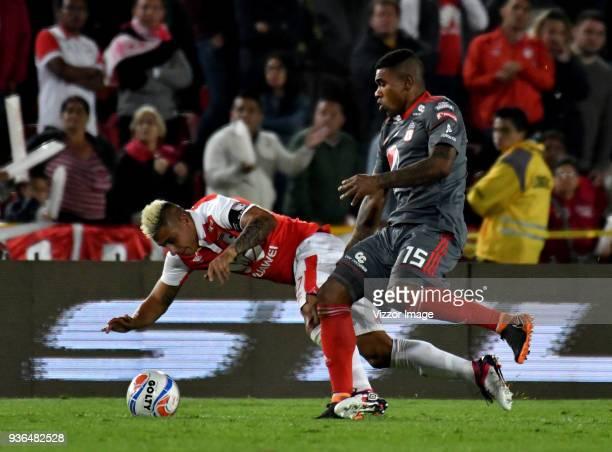 Juan Daniel Roa of Independiente Santa Fe struggles for the ball with Elkin Blanco of America de Cali during a match between Independiente Santa Fe...