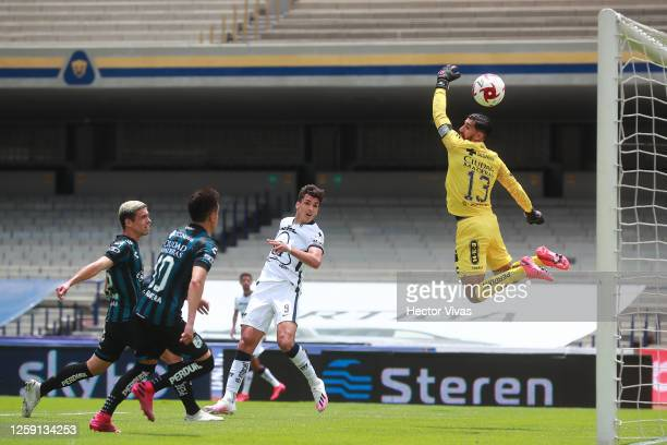 Juan Dinenno of Pumas UNAM scores the first goal of his team during the 1st round match between Pumas UNAM and Queretaro as part of the Torneo...