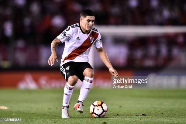 Juan Fernando Quintero of River Plate controls the ball during the Semi Final firstleg match between River Plate and Gremio as part of Copa CONMEBOL...