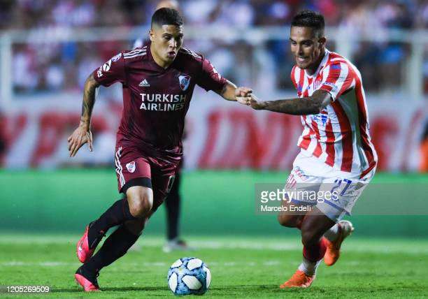 Juan Fernando Quintero of River Plate drives the ball during a match between Union and River Plate as part of Superliga 2019/20 at 15 de Abril...