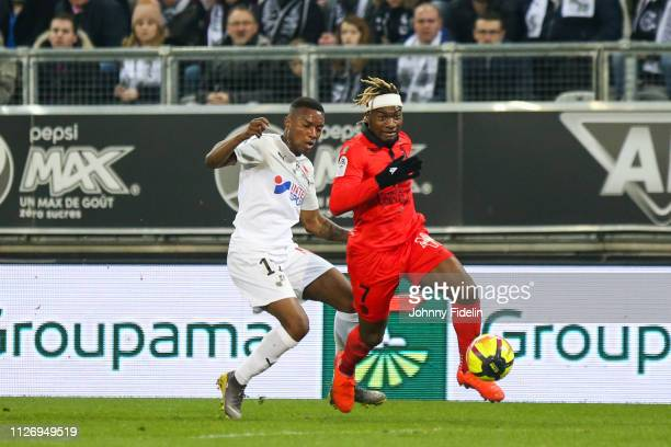 Juan Ferney Otero of Amiens and Allan Saint Maximin of Nice during the Ligue 1 match between Amiens and Nice at Stade de la Licorne on February 23...