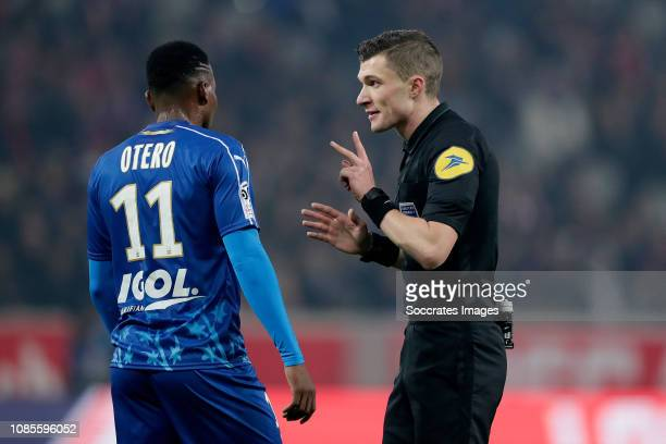 Juan Ferney Otero of Amiens SC Referee Delajod Willy during the French League 1 match between Lille v Amiens SC at the Stade Pierre Mauroy on January...