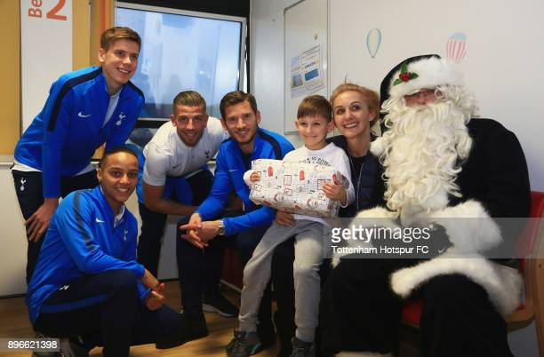Juan Foyth Bianca Baptiste Toby Alderweireld and Jan Vertonghen meet a young patient alongside Santa Claus during a Tottenham Hotspur player visit at...