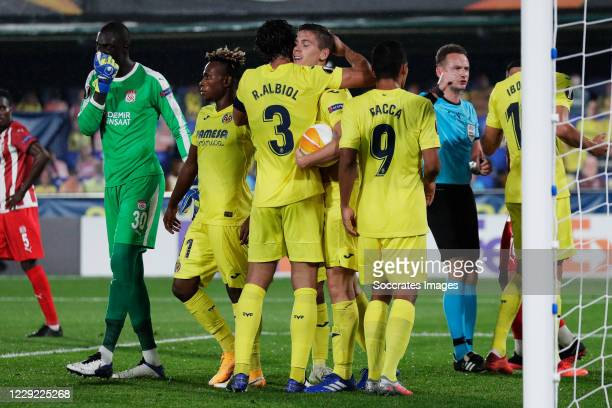 Juan Foyth of Villarreal celebrates 3-2 with Raul Albiol of Villarreal, Samu Chukwueze of Villarreal, Carlos Bacca of Villareal during the UEFA...