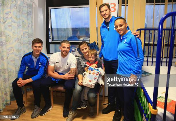 Juan Foyth Toby Alderweireld Jan Vertonghen and Bianca Baptiste meet a young patient during a Tottenham Hotspur player visit at North Middlesex...