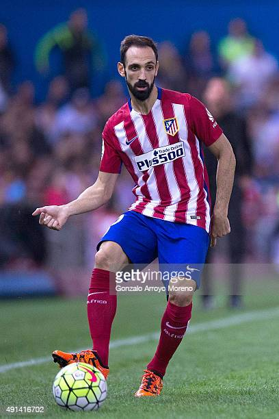 Juan Francisco Torres alias Juanfran of Atletico de Madrid controls the ball during the La Liga match between Club Atletico de Madrid and Real Madrid...