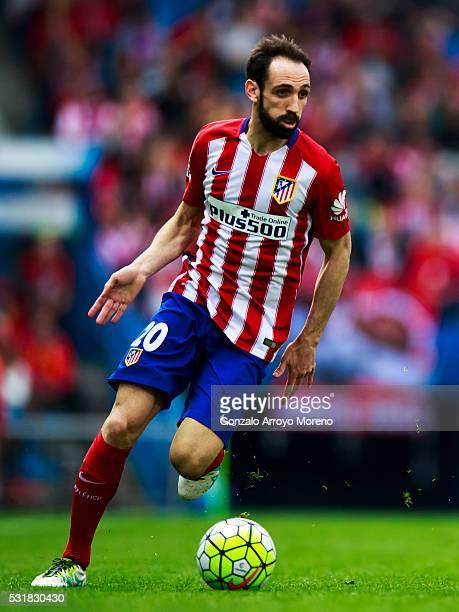 Juan Francisco Torres alias Juanfran of Atletico de Madrid controls the ball during the La Liga match between Club Atletico de Madrid and Real Club...