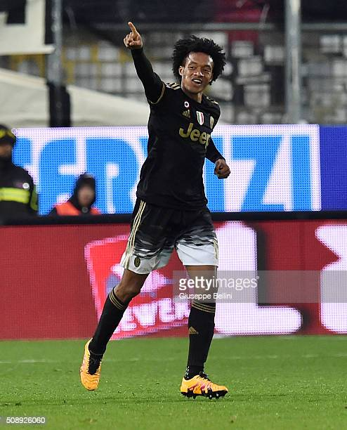 Juan Guillermo Cuadrado of Juventus celebrates after scoring the opening goal during the Serie A match between Frosinone Calcio and Juventus FC at...