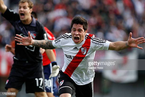 Juan Iturbe of River Plate celebrates a goal during a match between River Plate and Independiente as part of the Torneo Final 2013 at the Monumental...