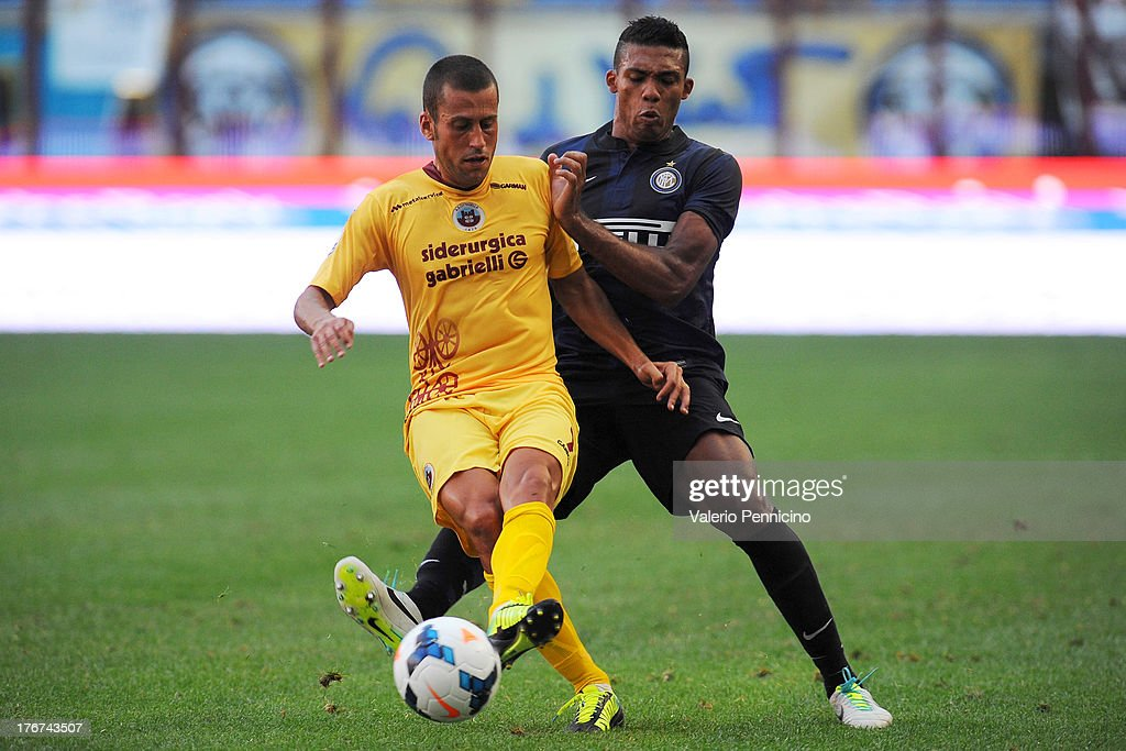 Juan Jesus (R) of FC Internazionale Milano competes with Nunzio Di roberto of AS Cittadella during the TIM cup match between FC Internazionale Milano and AS Cittadella at Stadio Giuseppe Meazza on August 18, 2013 in Milan, Italy.
