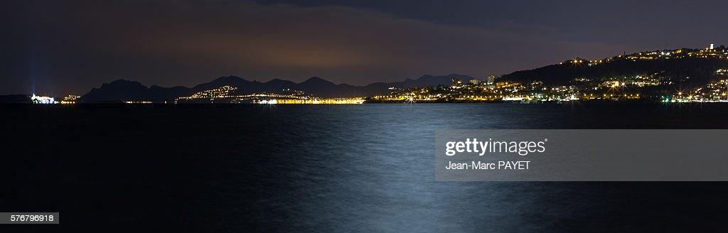 Juan les pins' bay in night : Photo