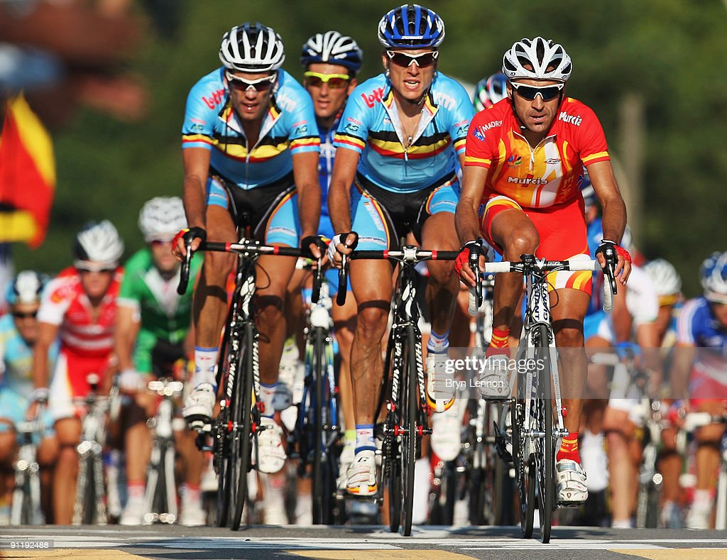 Juan Manual Gárate Cepa of Spain leads Kevin de Weert and Maarten Wynants of Belgium during the Men's Road Race at the 2009 UCI Road World Championships on September 27, 2009 in Mendrisio, Switzerland.