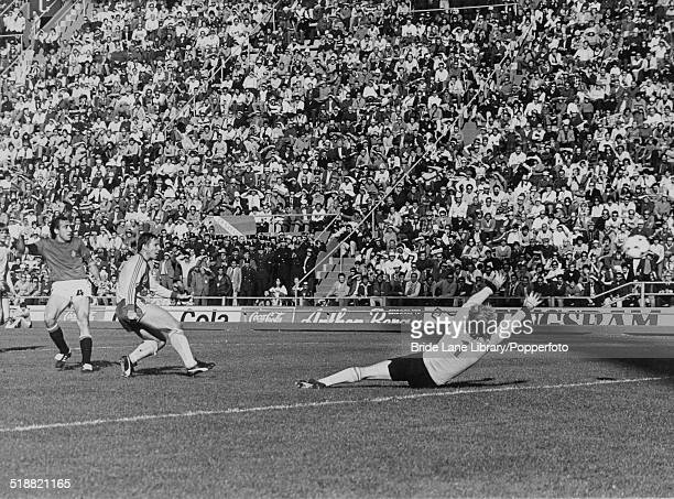Juan Manuel Asensi of Spain beats Sweden's goalkeeper Ronnie Hellström to score the winning goal in the 75th minute of a World Cup Group 4 match at...