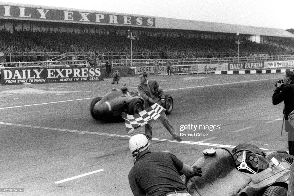 Juan Manuel Fangio, Fon de Portago, Grand Prix Of Great Britain : ニュース写真