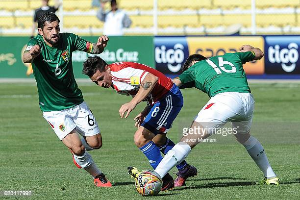 Juan Manuel Iturbe of Paraguay fights for the ball with Ronald Raldes of Bolivia during a match between Bolivia and Paraguay as part of FIFA 2018...