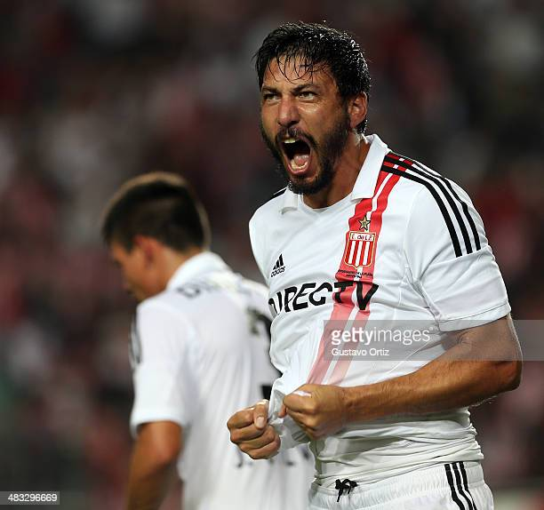 Juan Manuel Olivera of Estudiantes celebrates after scoring the opening goal during a match between Estudiantes and Argentinos Juniors as part of...