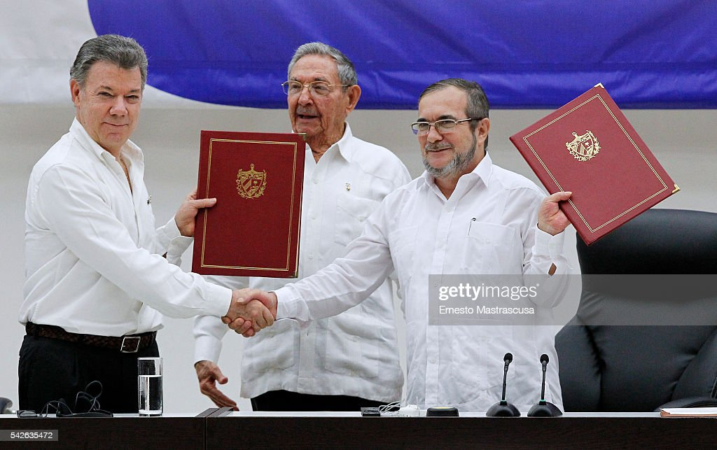 Colombian Government and FARC Sign Ceasefire Agreement to Reach Peace : News Photo