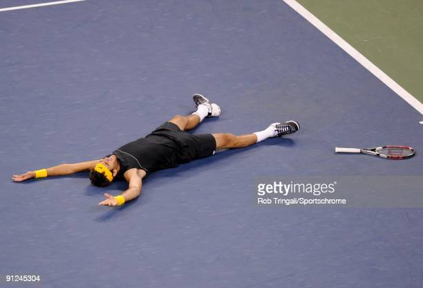 Juan Martin Del Potro of Argentina celebrates championship point after defeating Roger Federer on day fifteen of the 2009 US Open at the USTA Billie...
