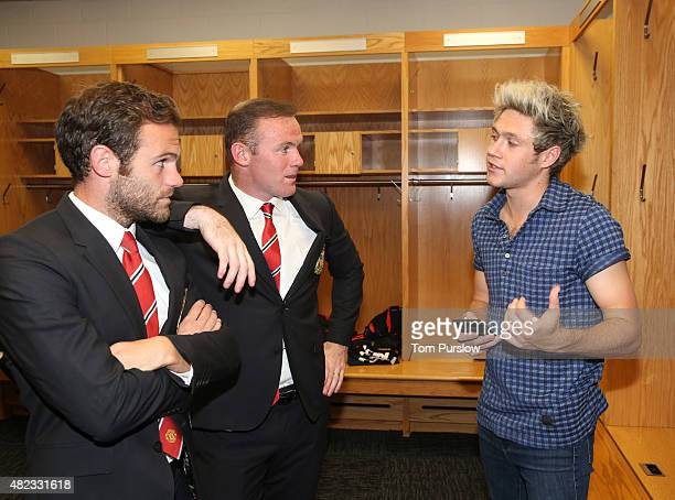 GBT*** Juan Mata and Wayne Rooney of Manchester United talk with Niall Horan of pop group One Direction after the International Champions Cup 2015...