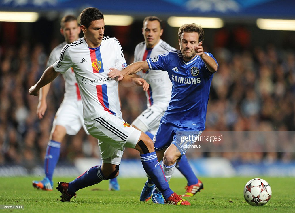 Soccer - UEFA Champions League Group E - Chelsea vs. FC Basle 1893 : News Photo