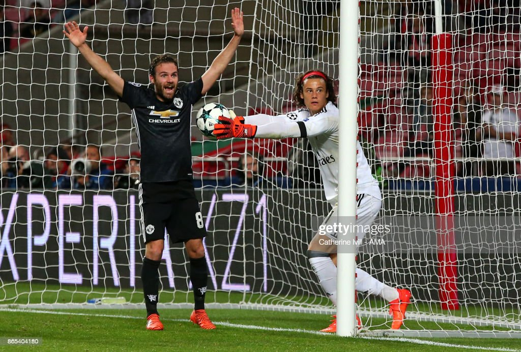 Juan Mata of Manchester United appeals after goalkeeper Mile Svilar of Benfica fails to stop the ball crossing the line during the UEFA Champions League group A match between SL Benfica and Manchester United at Estadio da Luz on October 18, 2017 in Lisbon, Portugal.