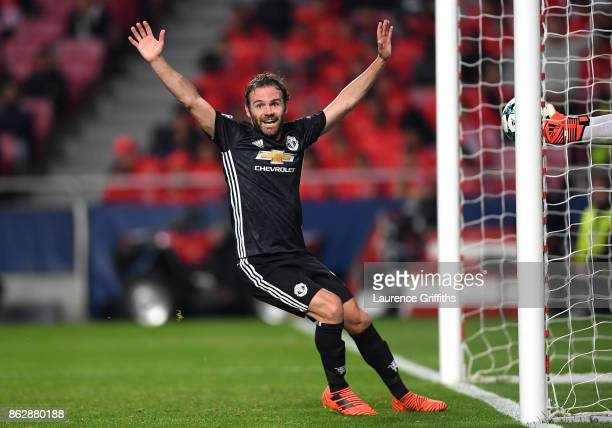 Juan Mata of Manchester United appeals for a goal during the UEFA Champions League group A match between SL Benfica and Manchester United at Estadio...