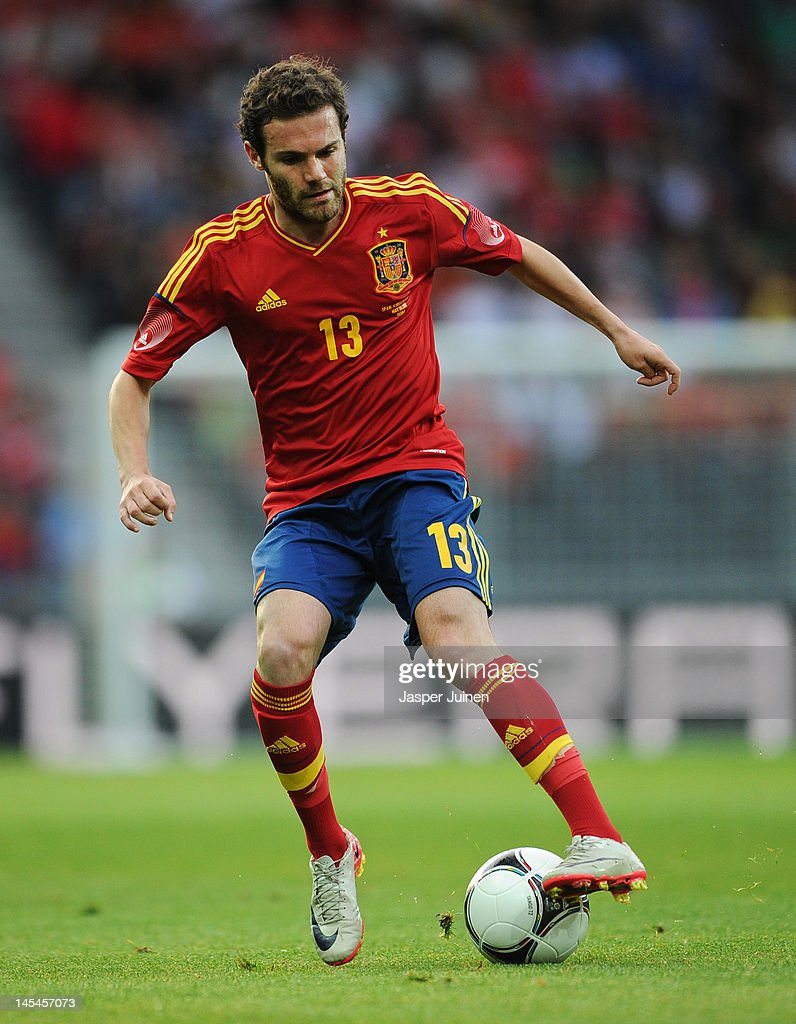Juan Mata of Spain controls the ball during the international friendly match between Spain and Korea Republic on May 30, 2012 in Bern, Switzerland.