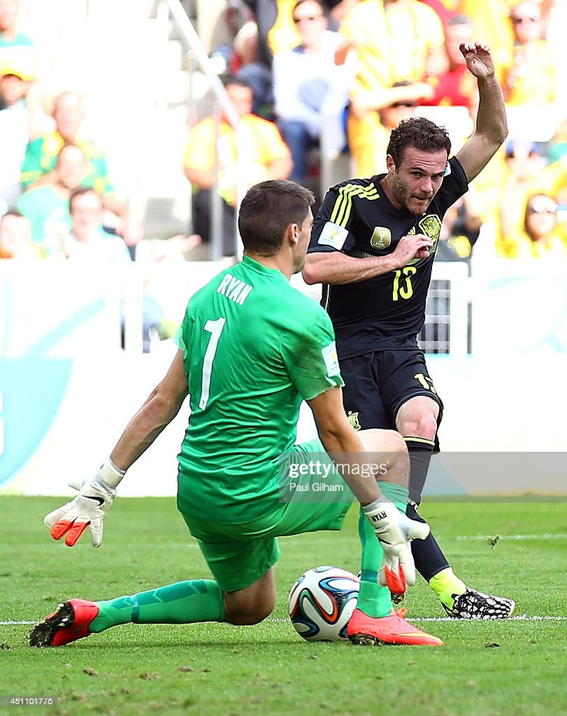 Australia v Spain: Group B - 2014 FIFA World Cup Brazil : News Photo