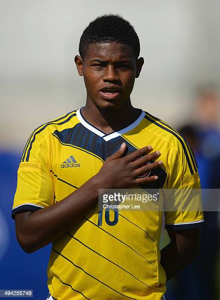 Juan Mosquera of Colombia signs his national anthem during the Toulon Tournament Group B match between Colombia and Qatar at the Stade De Lattre on...