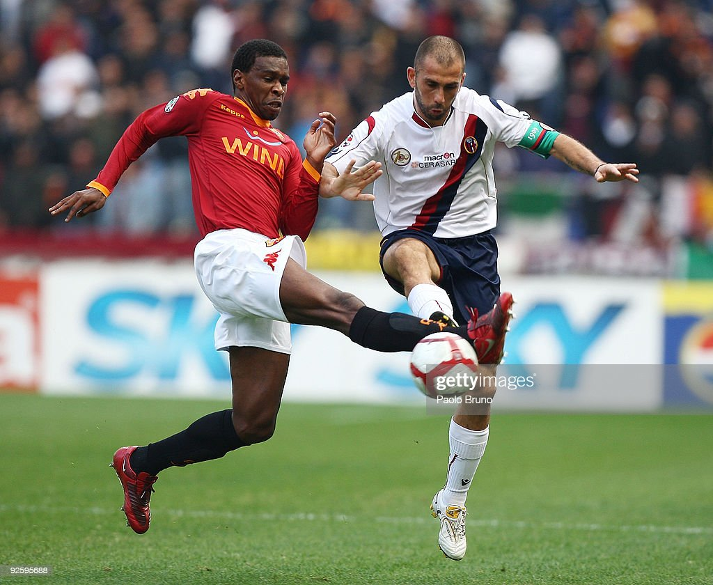 Juan (L) of AS Roma competes for the ball with Marco Di Vaio of Bologna FC during the Serie A match between AS Roma and Bologna FC at Stadio Olimpico on November 1, 2009 in Rome, Italy.