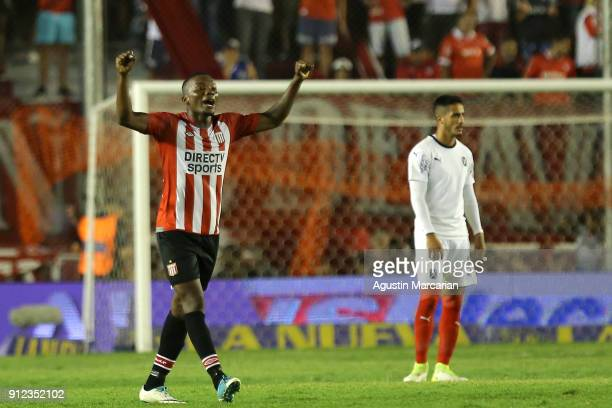 Juan Otero of Estudiantes celebrates after scoring the second goal of his team during the match between Independiente and Estudiantes as part of the...