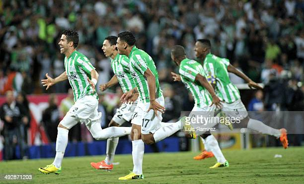 Juan Pablo Angel and teammates celebrate after defeating Atletico Junior de Barranquilla in the final match of Liga Postobon 2014 Final at Atanasio...
