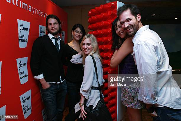 Juan Pablo Campa Liz Gallardo Pamela Reiter Montserrat de Leon and Manuel Garcia Rulfo pose for a photo during the presentation of the movie La...