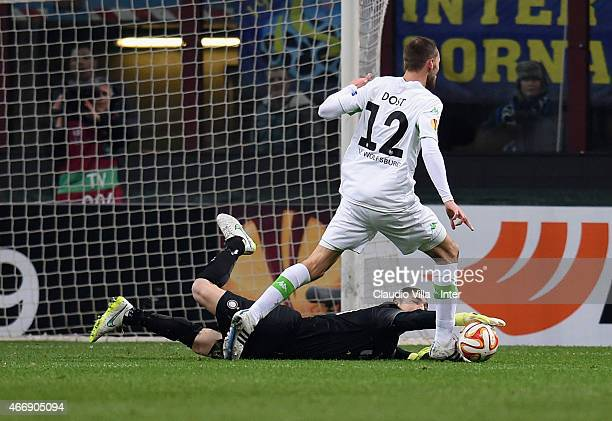 Juan Pablo Carrizo of FC Internazionale and Bas Dost of VfL Wolfsburg compete for the ball during the UEFA Europa League Round of 16 match between FC...