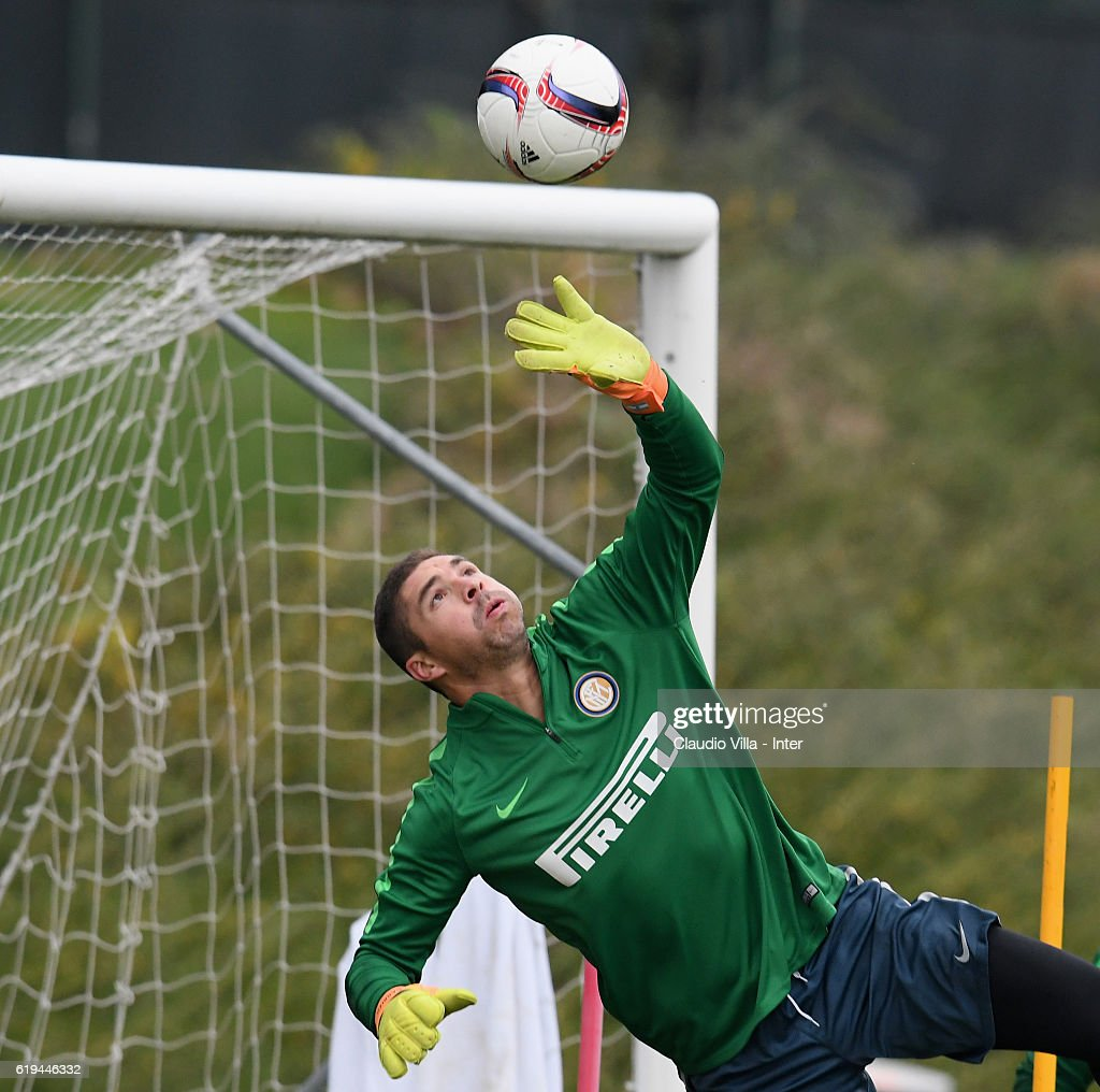Juan Pablo Carrizo of FC Internazionale in action during the FC Internazionale training session at the club's training ground at Appiano Gentile on October 31, 2016 in Como, Italy.