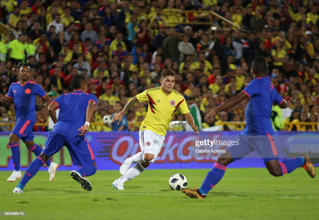 Juan Quintero of Colombia (C) drives the ball during a training session open to the public as part of the preparation for FIFA World Cup Russia 2018 on May 25, 2018 in Bogota, Colombia.