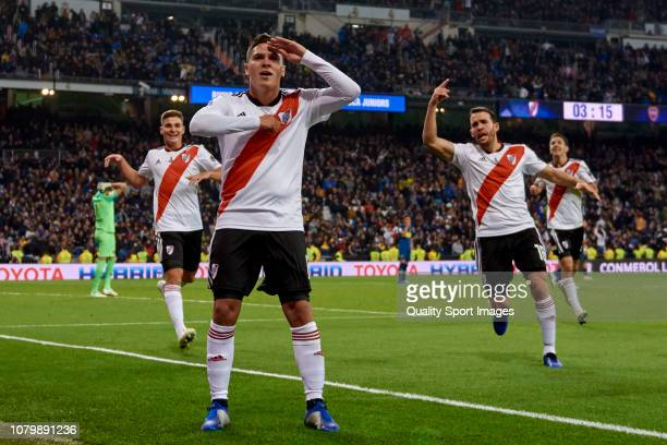 Juan Quintero of River Plate celebrates with his teammates after scoring his team's second goal during the second leg of the final match of Copa...