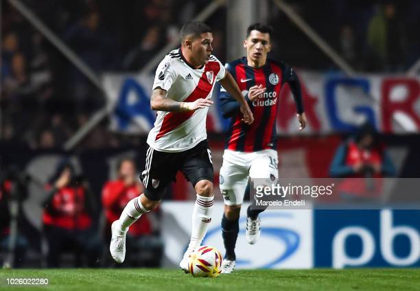 Juan Quintero of River Plate drives the ball during a match between San Lorenzo and River Plate as part of Superliga Argentina 2018/19 at Estadio...