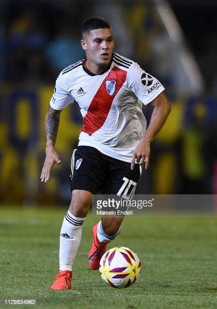 Juan Quintero of River Plate drives the ball during a match between Rosario Central and River Plate as part of Superliga 2018/19 at Estadio Gigante...
